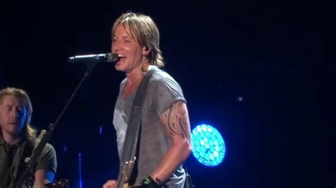 """Keith Urban sings """"Blue Ain't Your Color"""" live at CMA Fest"""
